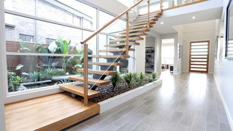 taman indoor di bawah tangga