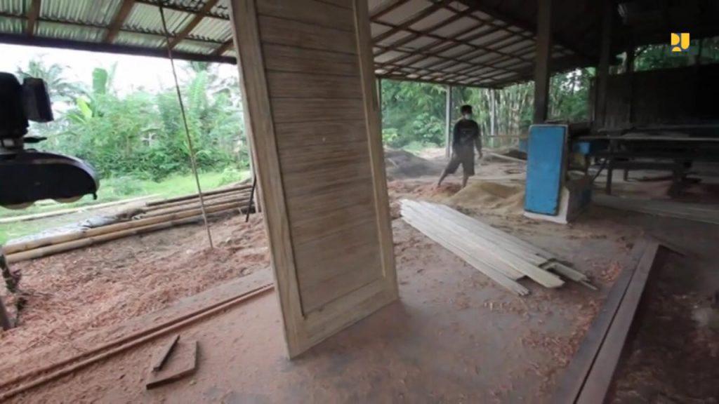 daun pintu dari bambu