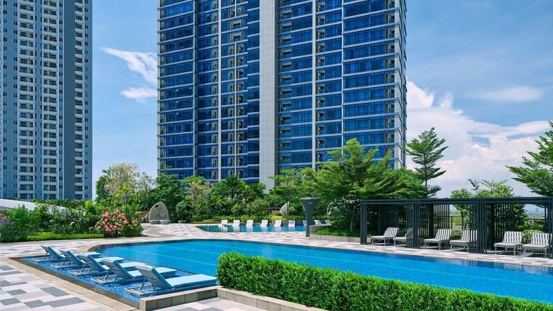 kolam renang hotel westin surabaya