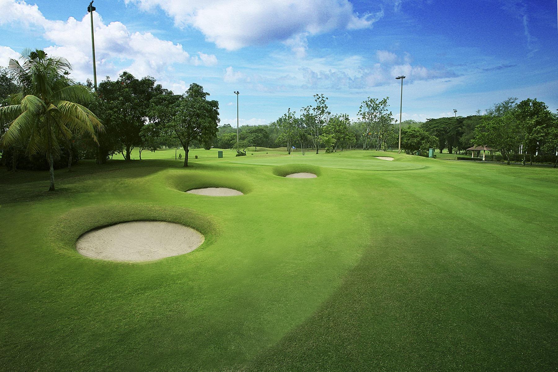 Lapangan golf 18 hole di Kota Modern