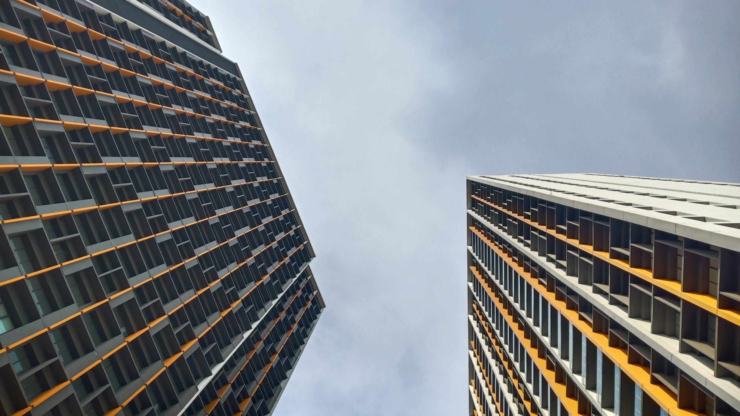 Izzara Apartment terdiri dari 2 tower hunian yang merangkum 523 unit